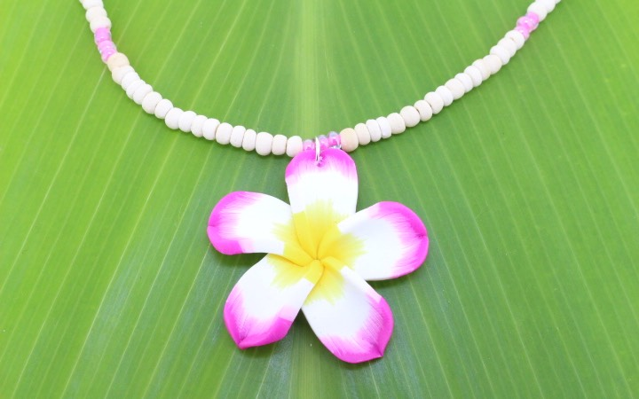 Coconut necklace with fimo flower